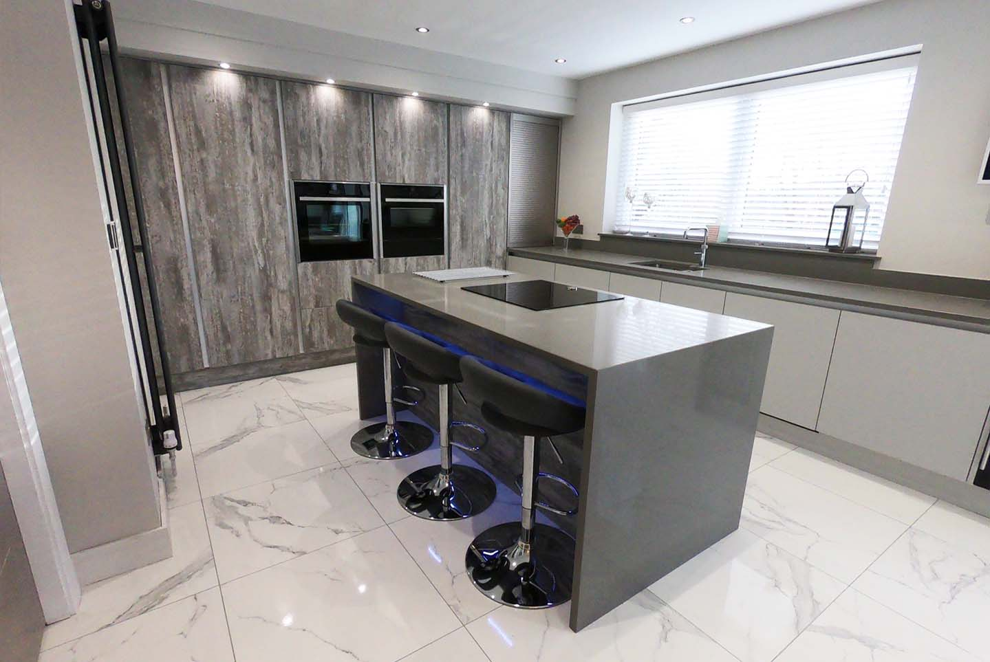 zurfiz true handleless matt light grey kitchen